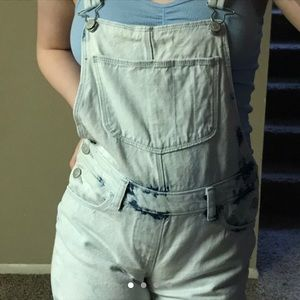 Child size XL overall shorts. Fits like an XS
